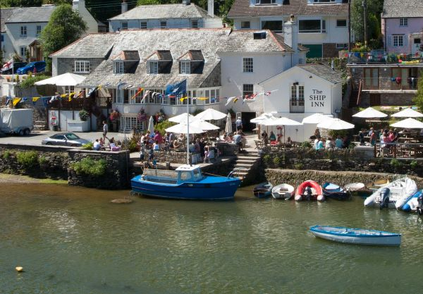 The Ship Inn - Noss Mayo by the estuary water